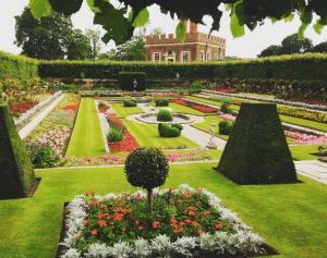 Hampton Court Palace Gardens 3